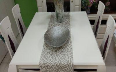 Mesa comedor + 4 sillas neoclasica Exposición